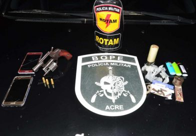 Integrantes do Bope e Rotam prendem mulheres com arma de fogo e droga em veículo