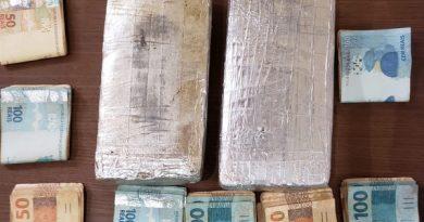 Mulher é presa com pacotes de cocaína em cinta modeladora