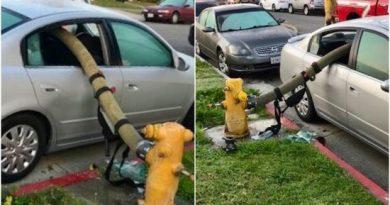 Bombeiros quebram janelas de carro estacionado em frente a hidrante