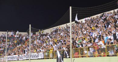 Torcida local da Força Jovem se organiza para apoiar Vasco sub-17 em partida no Acre