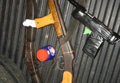 Polícia Militar apreende três armas de fogo e droga