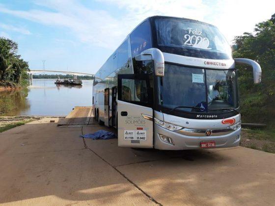 Ônibus da Eucatur mata mulher atropelada na balsa do Rio Madeira e outro fica ferido
