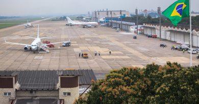 Video: Bolsonaro autoriza empresas aéreas a usarem o pátio da aeronautica