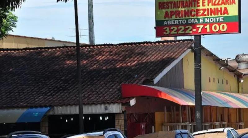 No Acre, entregador por app retira pizza em restaurante e leva pra comer em casa