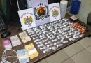 PM captura trio em flagrante vendendo drogas em beco