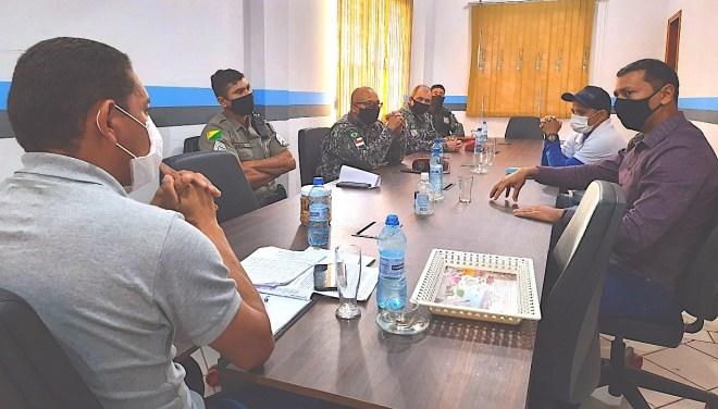 Prefeito reúne forças de segurança para planejar ações de combate à Covid-19