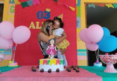 Primeira Dama de Epitaciolândia leva atividades culturais para crianças do Cisac