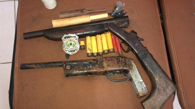 Polícias Civil e Militar prendem homem em flagrante em posse de duas armas de fogo
