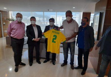 Petecão é homenageado pela CBF, no Rio de Janeiro
